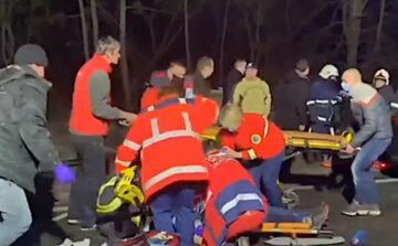 Страшная авария на украинской трассе: людей вырезают из разбитых вдребезги авто, кадры с места трагедии