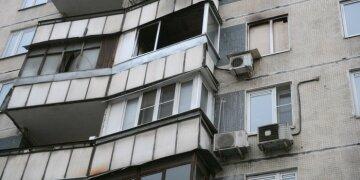 Москвич випав з 5 поверху намагаючись справити нужду на перехожих