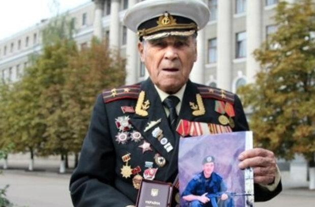 """""""Путін, що ж ти робиш?"""": 102-річний ветеран не зміг стримати сліз на прощанні з онуком"""