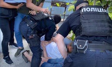 """Опасная банда оставила одесситов без жилья, фото: """"подделывали документы, а потом..."""""""