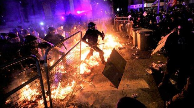 Масштабний бунт обернувся кривавою бійнею: «поліція розстрілювала всіх, кого бачила», кадри пекла
