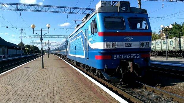 Хлопчик заліз на дах поїзда і поплатився: деталі НП у Кропивницькому