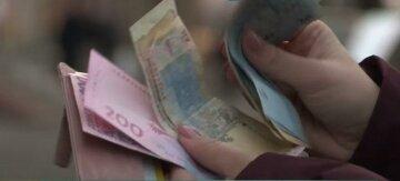 """Украинцам подсовывают гривны, которыми больше нельзя расплатиться, важное предупреждение: """"На лоха"""""""
