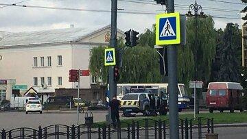 Людей взяли в заложники в центре Луцка, слышны выстрелы и есть угроза взрыва: кадры с места событий