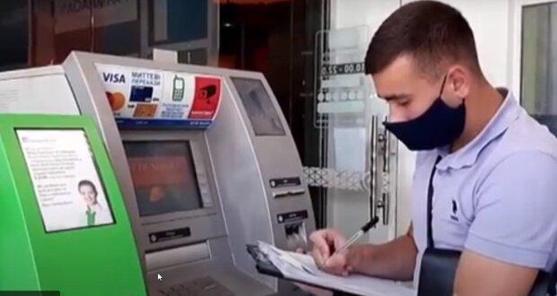 В Одесі туристи знімали чужі гроші з банкоматів: з'явилося відео нової афери