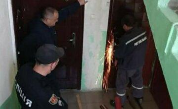 Біда трапилася з харків'янкою в замкненій квартирі, примчали рятувальники: фото з місця НП