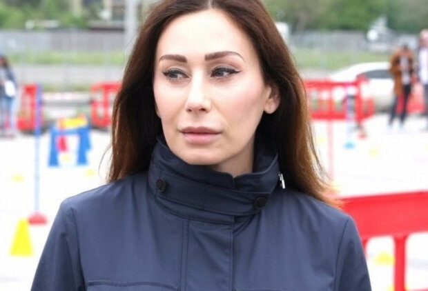 "Дружина Філатова поскаржилася на несолодке життя поза межами України: ""приймаю душ тільки..."""