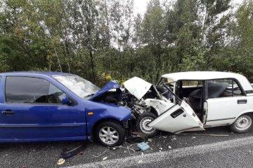 15-летний подросток сел за руль и попал в ДТП, врачи спасают пострадавших: первые подробности