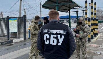 """Одесских военных застукали за нехорошим занятием, кадры: """"в автомобиле было найдено..."""""""