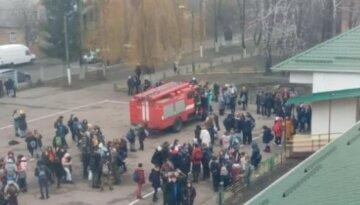 """Мужчина с дробовиком устроил переполох в украинской школе: """"Сегодня ваш последний день"""""""