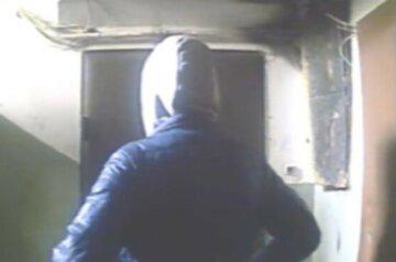 """В дома харьковчан ломятся домушники, фото: """"Некому защищать"""""""
