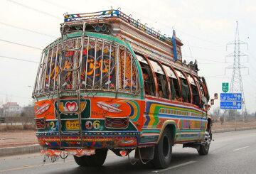 У Пакистані потонув весільний автобус, 15 загиблих
