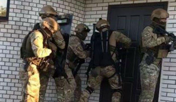 """Копів підняли по тривозі через банду грабіжників під Києвом, відео: """"увірвалися в будинок і викрали..."""""""
