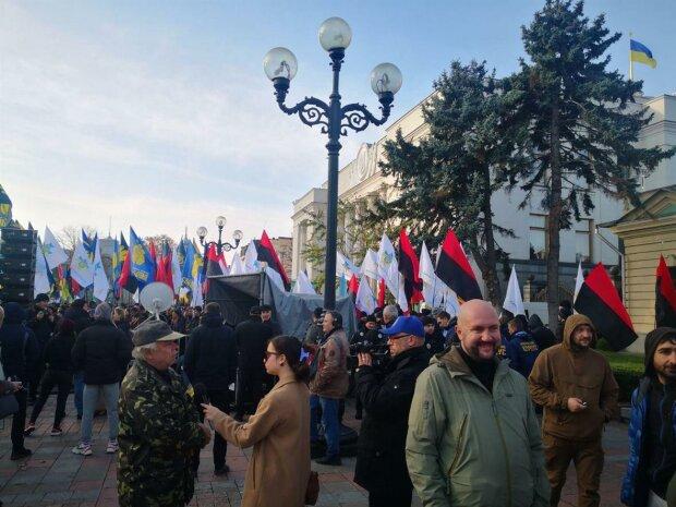 Патріотичні організації вийшли на захист української землі: подробиці та кадри мітингу під Радою