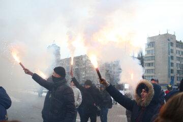 """Потужний бунт спалахнув в центрі Києва, """"Порошенковs буде непереливки"""": кадри """"нового Майдану"""""""