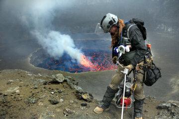 Опасный вулкан: семья заживо сгорела в кратере (фото)