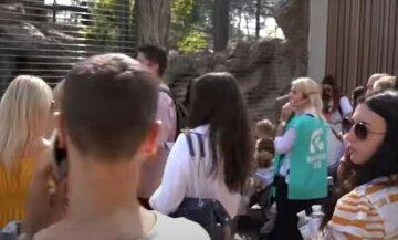 На Харківщині школярку врятували від нетверезої матері: дитину відвезла швидка, деталі