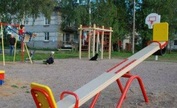 """Несчастье случилось с 3-летним ребенком на игровой площадке: """"сильно ударился головой и..."""""""