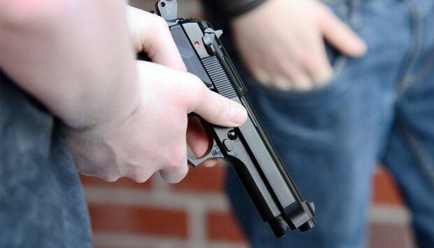 пистолет,