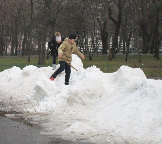 """""""Захватите санки"""": в Одессе привалило снегом, удивительные кадры"""