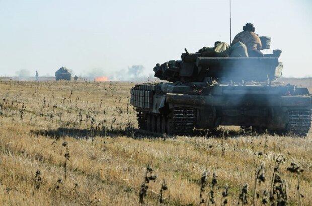 Взрывы сотрясают Донбасс, в ход пошли танки и артиллерия: кадры с передовой