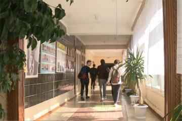 """Школярі влаштували цькування однолітку через вірус, деталі скандалу: """"Він ледь це терпить"""""""