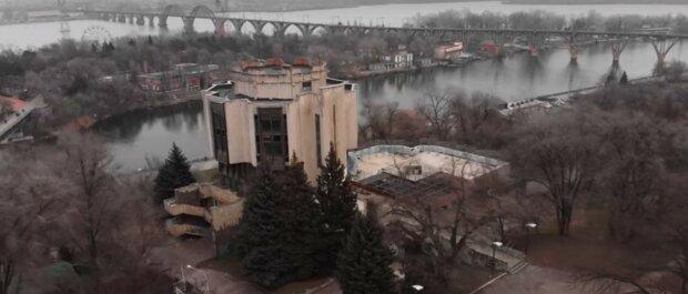 """Парк Шевченко в Днепре разваливается на глазах: """"заброшенный ресторан, мусор и..."""""""