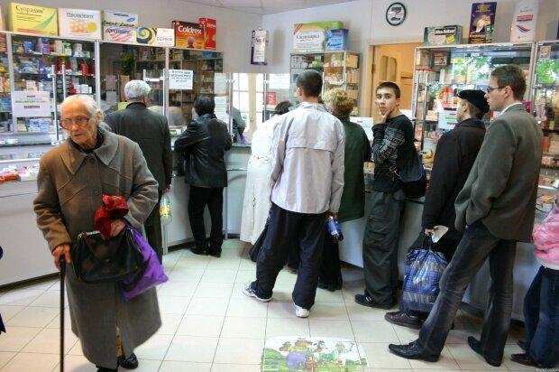 """Божевілля почалося через коронавірус в Києві, аптеки стрімко спустошують: """"по 200 штук на руки"""""""