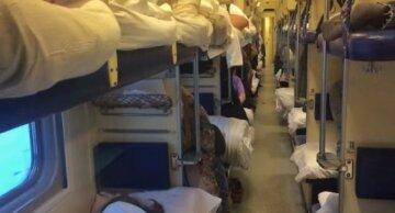 """""""Спати потрібно теж в масці?"""": одеситів сполохали нові правила поїздок у поїздах"""