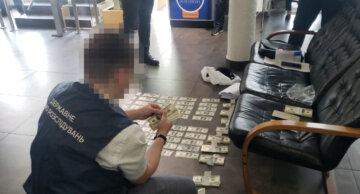 """ГБР разоблачило банду полицейских и прокурора: """"Путем мошенничества завладел $100 тыс."""", отчет за июнь"""
