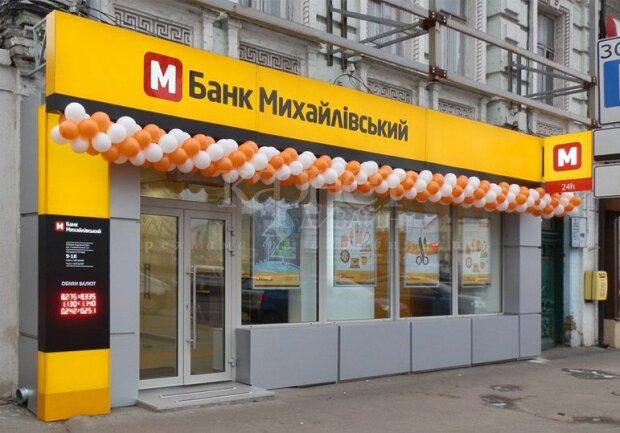 """Афера з банком """"Михайлівський"""": суд заарештував майно власника"""