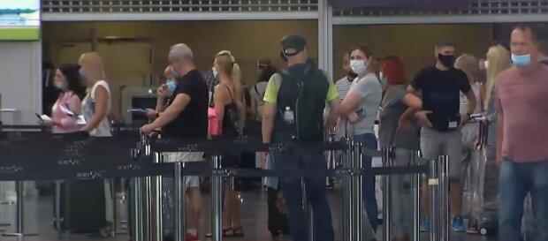 карантин маски туристи заробітчани аеропорт