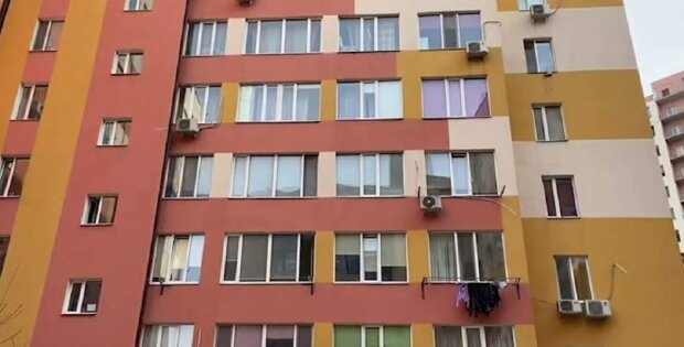 """В Одесі з'явився квартирний злодій-гастролер: """"підбирає ключі"""", фото подвигів показали в мережі"""
