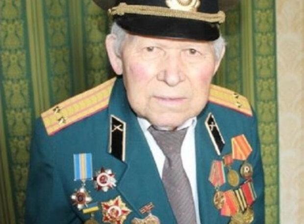"""У """"ЛНР"""" 94-річний ветеран відмовився зняти нагороди України, всупереч погрозам окупантів"""