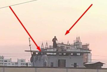 """""""Може хтось впізнає хлопців?"""": підлітки влаштували покатушки на даху висотки під Києвом"""
