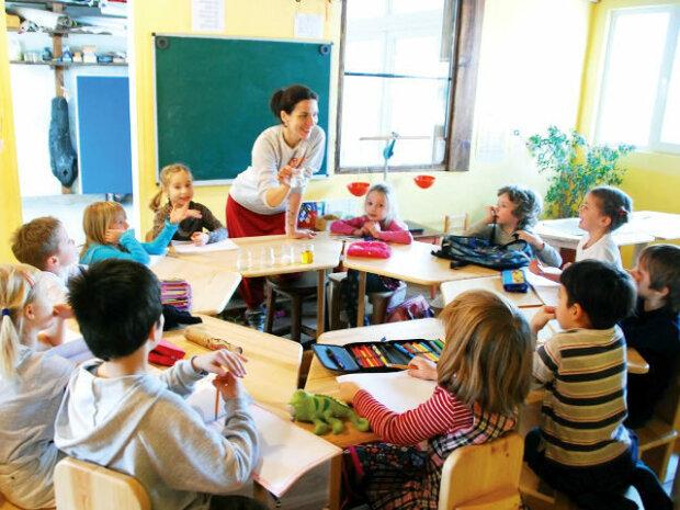 Українців можуть звільнити від поборів у школі: деталі ініціативи