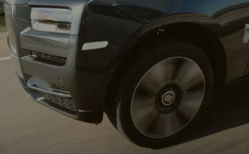 """Розкішний Rolls-Royce перегородив рух пішоходів у Києві, фото: """"коли вийшов з села..."""""""