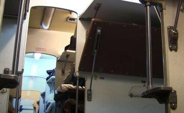"""Трагедия в поезде """"Укрзализныци"""", пассажир не дожил до конечной: """"Упал с верхней полки и..."""""""