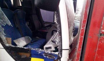 Фура столкнулась с пассажирским автобусом в Киеве, кадры жуткого ДТП: «водитель отвлекся и...»