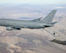 самолет KC-46A Pegasus