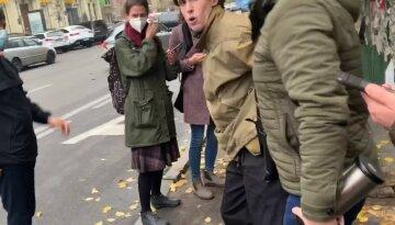 """Людей начали массово задерживать в центре Киева, видео: """"затащили и..."""""""