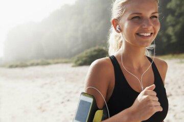 Почему бег в наушниках может навредить: названы три причины