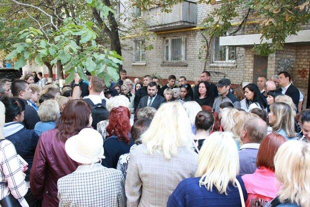 """""""Ми навіщо за вас голосували?"""": жителі """"ДНР"""" накинулися з претензіями на Пушиліна"""