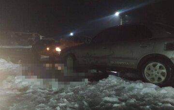 """""""Не увидел в темноте"""": на остановке иномарка переехала пешехода, кадры трагедии в Одесской области"""