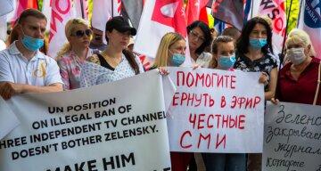 Журналисты закрытых властью медиа пришли на форум YES, чтобы рассказать о ситуации со свободой слова в Украине