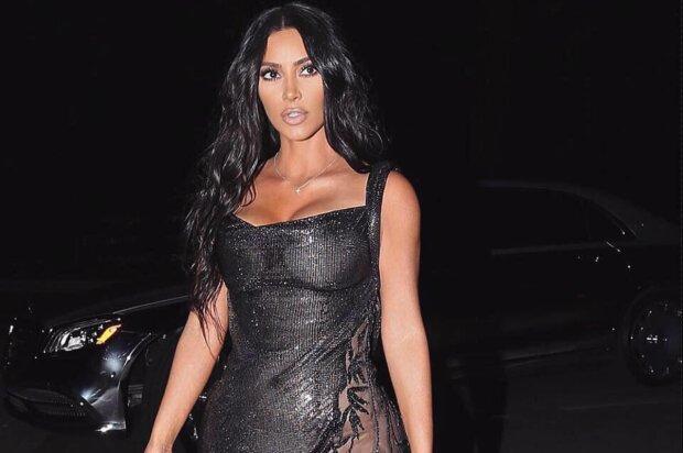 Ким Кардашьян похвасталась формами в кожаном наряде: фигура горячей мамочки сводит с ума