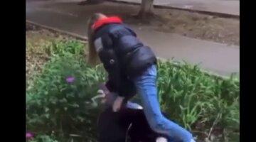 Подростки устроили самосуд над больной девочкой под Одессой: видео слили в сеть
