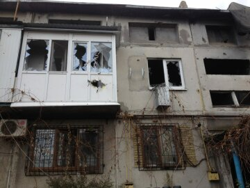 Обстріл Мар'їнки: волонтер отримав поранення