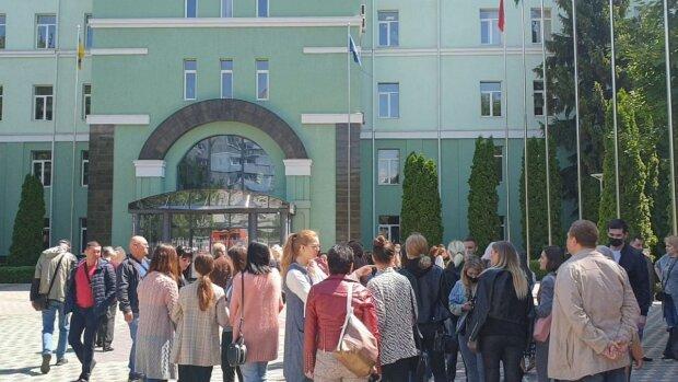 В Одессе студентов заставляют вкалывать на выборах: грязная агитация попала на видео