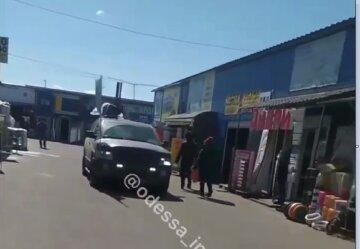 """Локдаун не берет: в сети показали, что происходит на одесских рынках в """"красной"""" зоне"""
